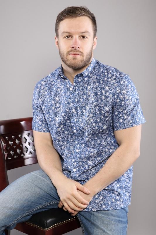 Chemise bleu avec motifs